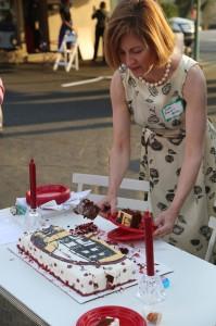 me-serving-cake2